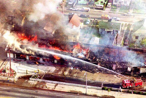 El fuego se propagó por todos lados y Los Angeles adquirió una fisonomía...