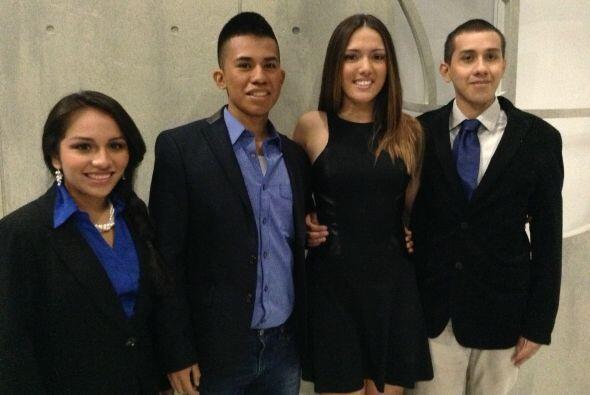 Cuatro ganadores de las Becas Univision 2012 fueron el lunes 7 de octubr...