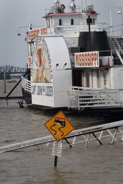 El pico de la crecida del río Mississippi alcanzó casi 15 metros (48 pie...