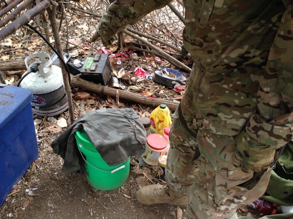 Los cultivadores de los narcos viven en campamentos incluso por m&aacute...