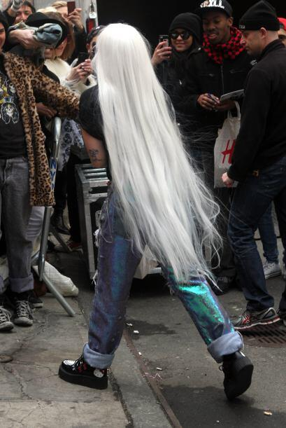 ¡A Gaga le urge ser anciana! Lo decimos pues seguido la vemos modelando...
