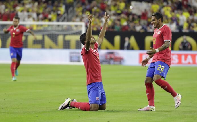 Johan Venegas, de la selección de Costa Rica, celebra su gol ante Colomb...