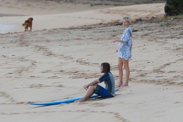 Los famosos estuvieron a la orilla del mar contemplando el atardecer. Mi...