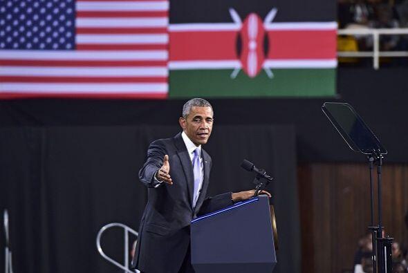 El presidente de EEUU dirigió un mensaje a una multitud en una instalaci...