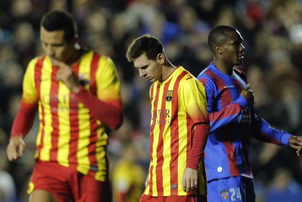 El Barcelona solo pudo empatar en campo del Levante (1-1), en la vigésim...