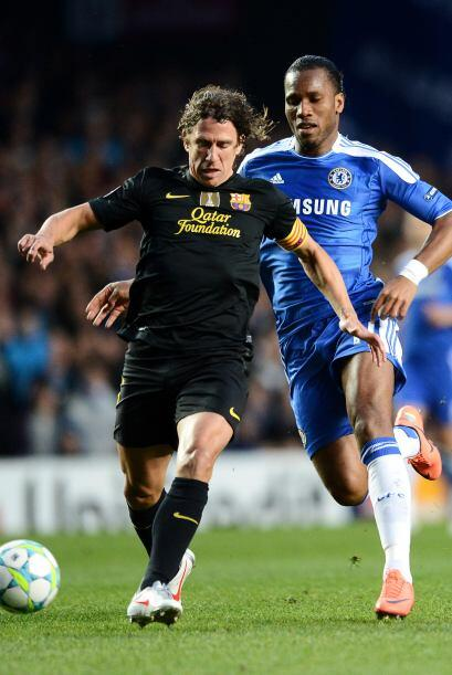 Precisamente fue Carles Puyol quien se encargó de marcar al delantero ma...