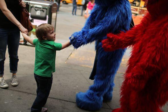 "Otro hombre vestido como Cookie Monster de ""Sesame Street"", fu..."