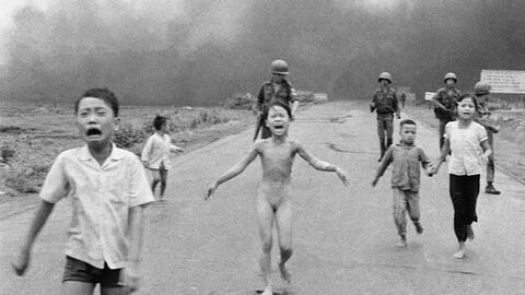 La foto icónica de la guerra de Vietnam que Facebook primero retiró y lu...