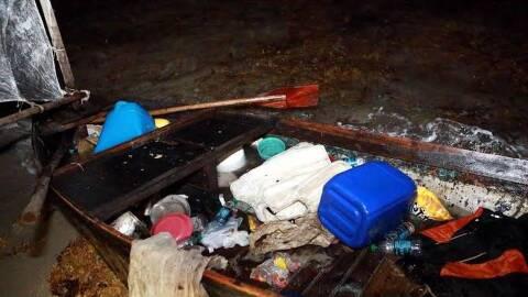 Precaria embarcación en la que llegaron los 4 balseros cubanos.