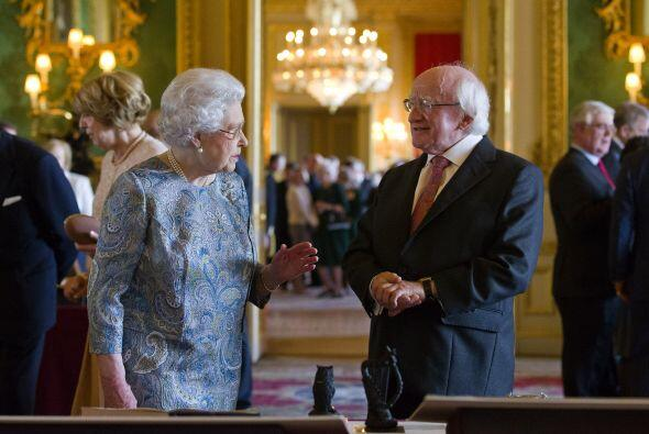 Por invitación expresa de la soberana, es el primer viaje que realiza un...