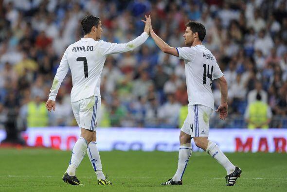 Real Madrid le propinó una goleada histórica al descendido Almería. Los...