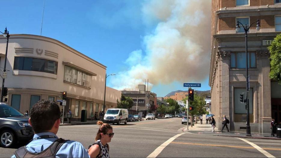 El humo llegaba a las calles cercanas.
