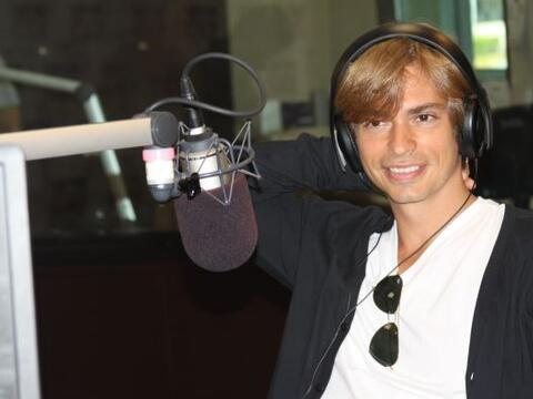 El cantante venezolano Carlos Baute nos compartió su nuevo exito...