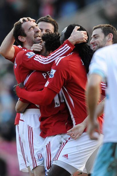 Mientras tanto la celebración eufórica del gol.