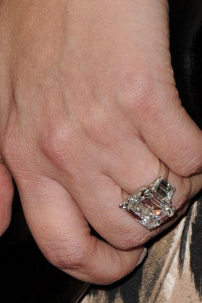 El anillito de Kim comprendía un diamante de 16 quilates al que le escol...
