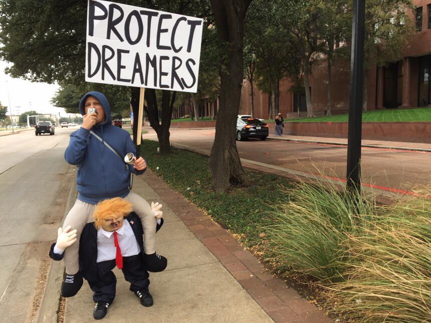 Activistas y jóvenes con DACA piden apoyo para el Dream Act img-0492.JPG