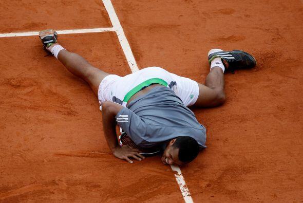 El francés perdió 4-6, 6-7 (3/7), 7-6 (7/5), 6-2, 6-3.