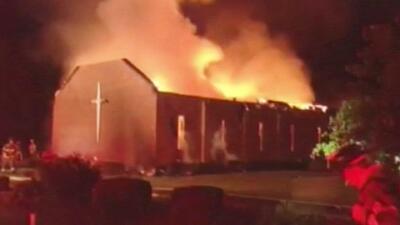 Voraz incendio de otra iglesia en Carolina del Sur
