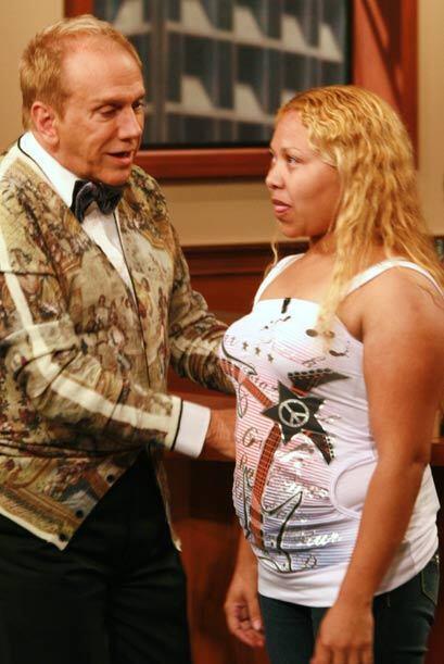 Osmel pidió a la panelista que caminara en pasarela.
