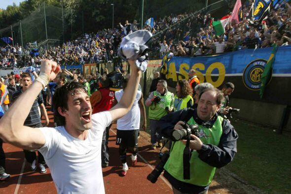 Milito, el héroe del juego y de gran parte de la campaña, festejaba con...