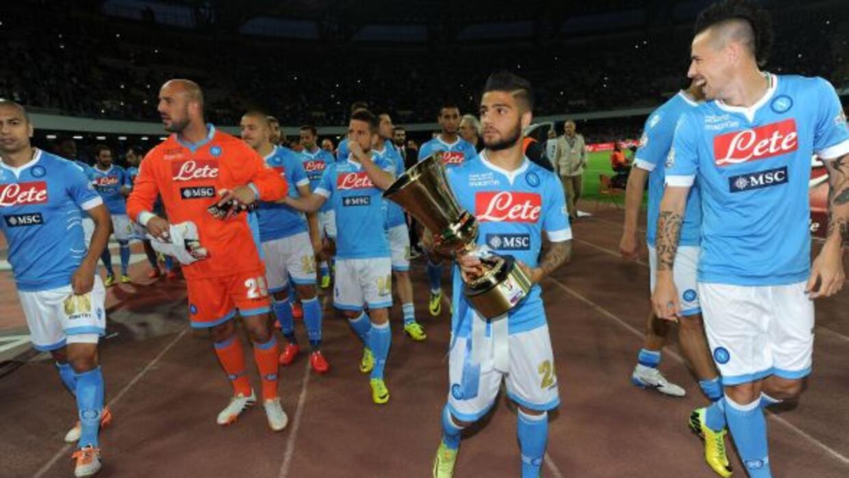 Al término del juego en el que derrotaron al Cagliari, los jugadores del...