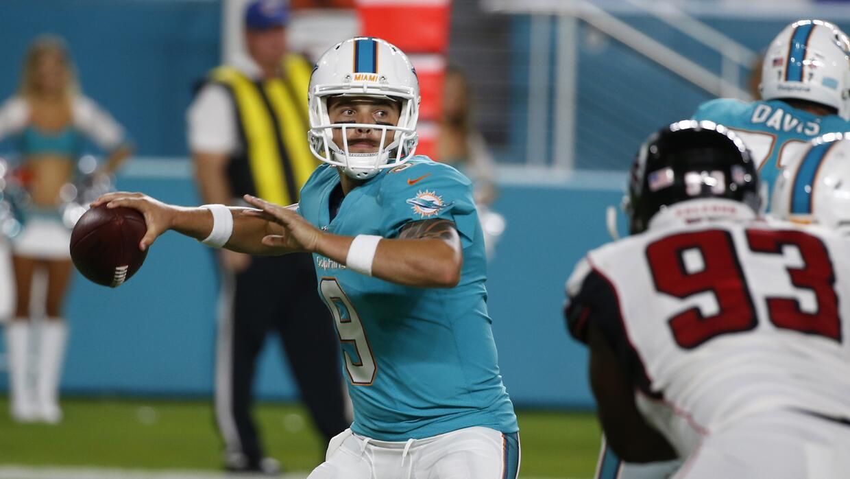 El quarterback David Fales, ex Chicago, lanzó 2 TDs.