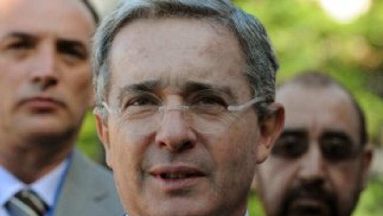 El gobierno de Alvaro Uribe (2002-2010) está siendo cada vez más cuestio...