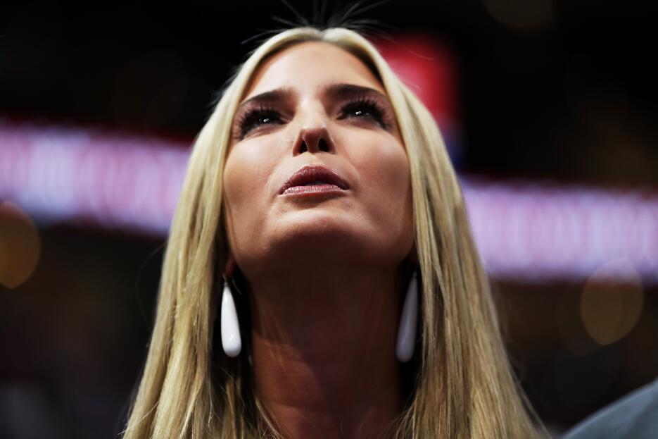 Ivanka Trump  escucha con atención las votaciones de los delegados