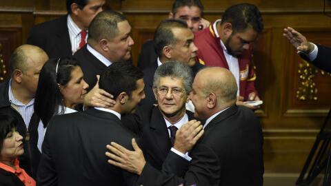 Oposición asume mando de AN en Venezuela