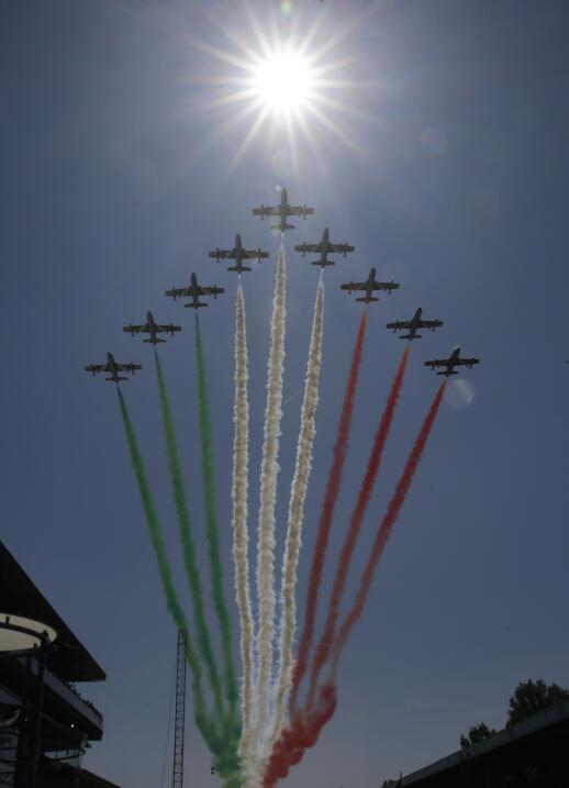 Hamilton gana en Monza y es nuevo líder, Vettel fue tercero AP_172464285...