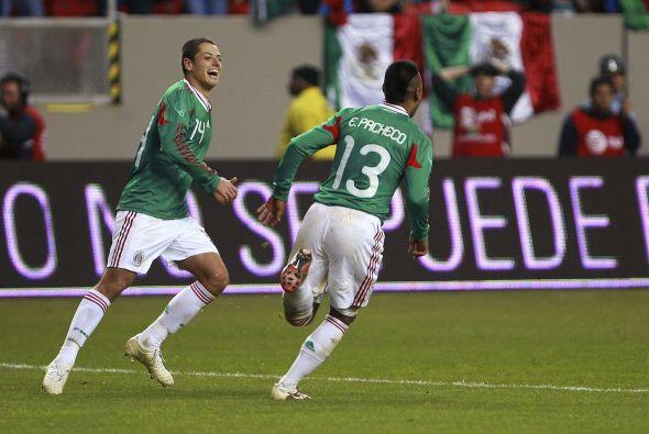 El 'Chicharito' hasta con suerte contó al anotar su gol después de falla...