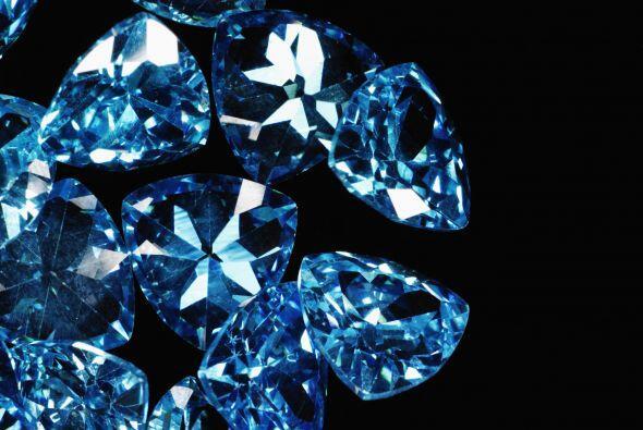 Las piedras zodiacales son las perlas, el cuarzo blanco y cuarzo cristal...