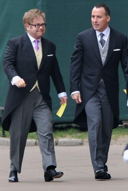 Y no podía faltar en la Boda Real Sir Elton John, acompañado de David Fu...
