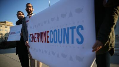 """Campaña """"Todos cuentan"""" a las afueras de la Corte Suprema en Washington"""