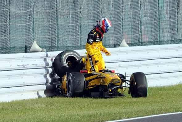 Afortunadamente el piloto Petrov no sufrió lesión alguna.