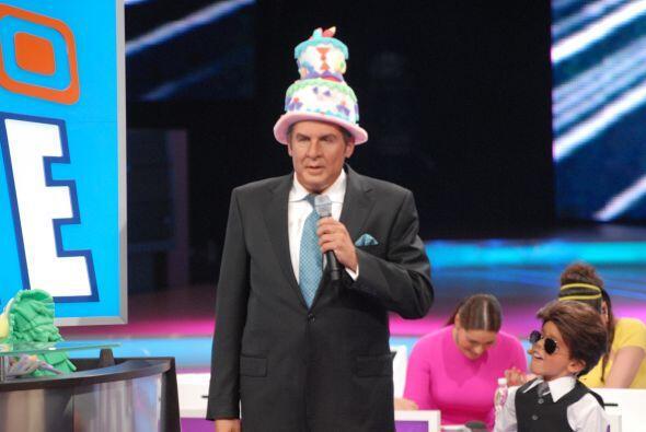 Don Francisco se veía muy chistoso con cada sombrero que sacaba.