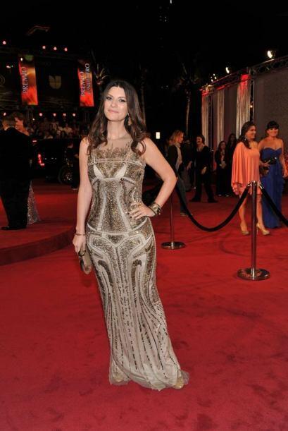 Con este vestido tan entallado pudimos apreciar las lindas curvas de Lau...