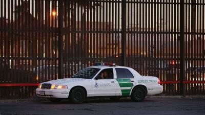 """""""Traficante de armas"""" y """"pedófilo"""": las acusaciones contra un mexicano que implantó un agente fronterizo"""