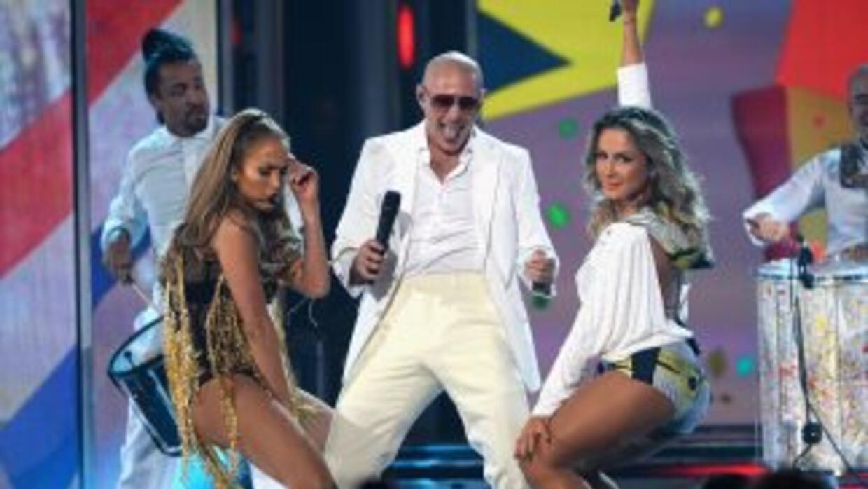 Pitbull, JLo y Claudia Leitte detonaron el sabor latino en los Premios B...
