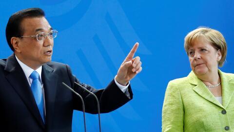 El primer ministro chino, Li Keqiang, con la canciller alemana, Angela M...