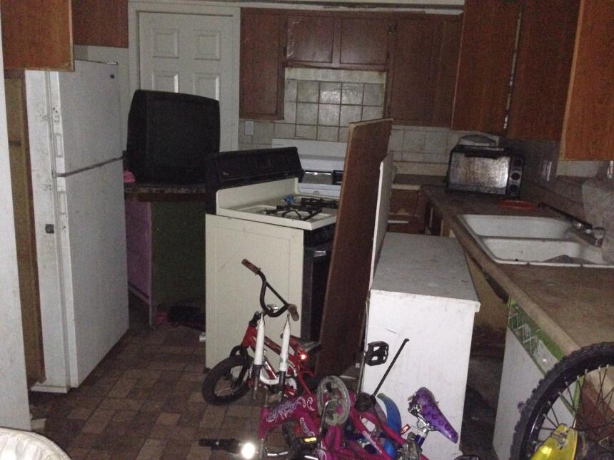 En esta cocina las autoridades no encontraron comida suficiente para los...