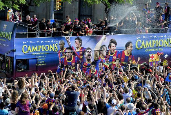 El camión estaba decorado con las imágenes de los propios futbolistas.