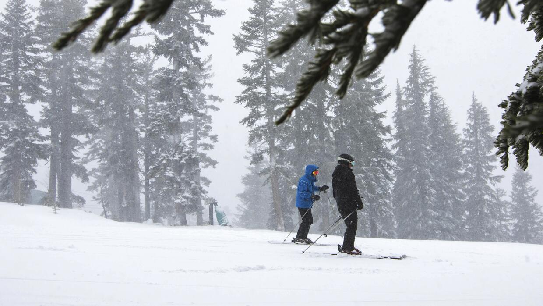 Esquiadores en California.