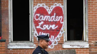 La ciudad disolvió su departamento de policía original y l...