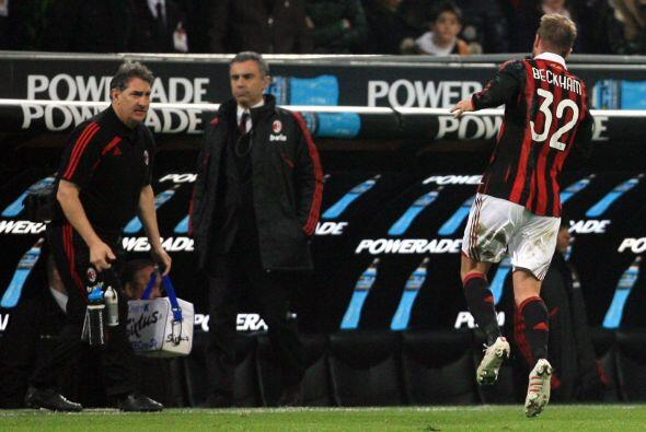 En el 2010 Beckham Beckham regresó a préstamo con el Milan, pero se lesi...