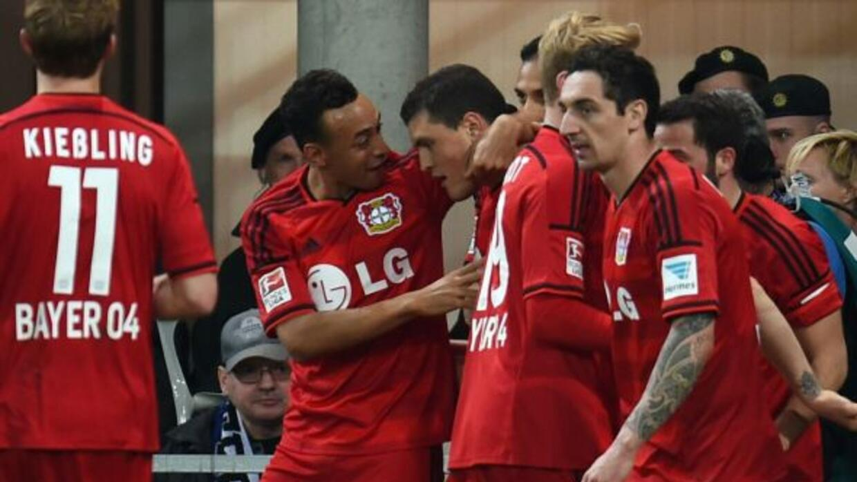 Leverkusen festeja uno de sus goles sobre elPaderborn.