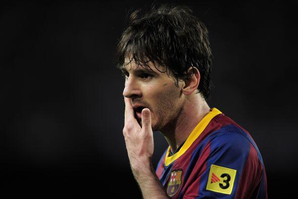 Messi recibió un fuerte golpe de un defensor del Almería....