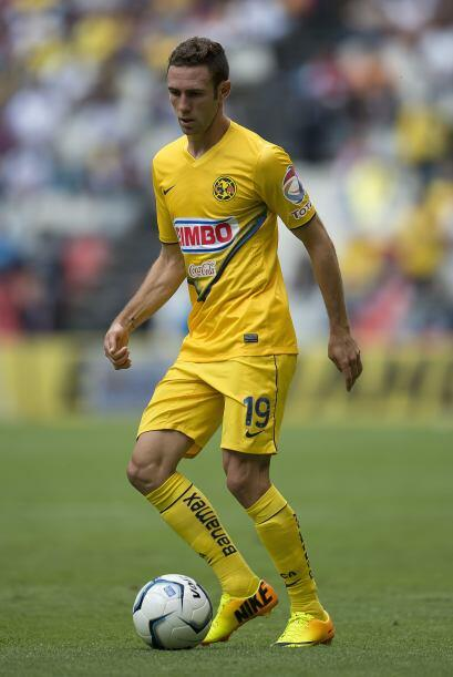 Defensa: MIGUEL LAYÚN.- Si hay un jugador mexicano que merece todo el re...