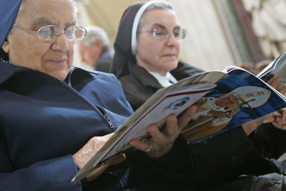 Monjas de la misma congregación de Marie Simon-Pierre le rezaron...