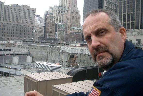 Vinny Forras fue uno de los cientos de bomberos que trabajó entre...